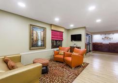 Baymont Inn & Suites Savannah/Garden City - 서배너 - 로비
