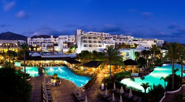 Gran Castillo Tagoro Family & Fun Playa Blanca - 플라야블랑카 - 건물