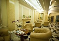 퀸's 코트 호텔 앤 레지던스 - 부다페스트 - 로비