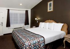 Anaheim Discovery Inn & Suites - 애너하임 - 침실