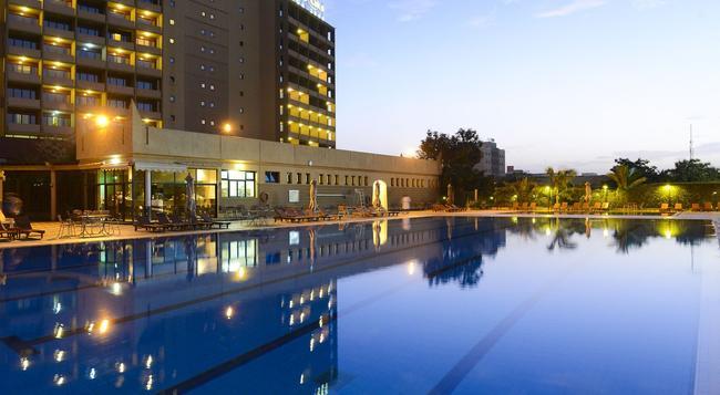 라이코 와가 2000 - Ouagadougou - 수영장
