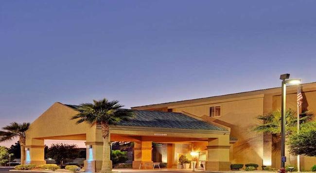 Holiday Inn Express Las Vegas-Nellis - 라스베이거스 - 건물