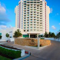 크리스탈 그랜드 푼타 칸쿤 Hotel Entrance