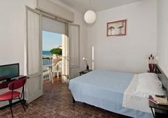 Hotel Napoleon - 리치오네 - 침실