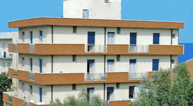 Hotel Napoleon - 리치오네 - 건물