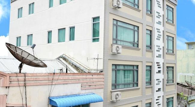 호텔 그랜드 유니아티드 앳 21st 다운타운 - 양곤 - 건물