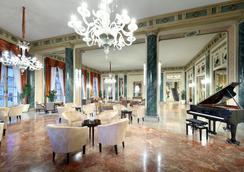 유로스타 엑셀시어 호텔 - 나폴리 - 라운지