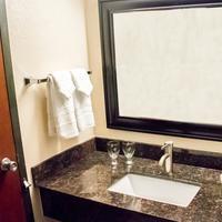 Grand Williston Hotel & Conference Center Bathroom