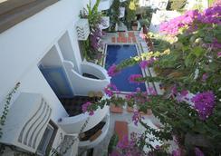 La Brezza Suite & Hotel - 보드룸 - 수영장