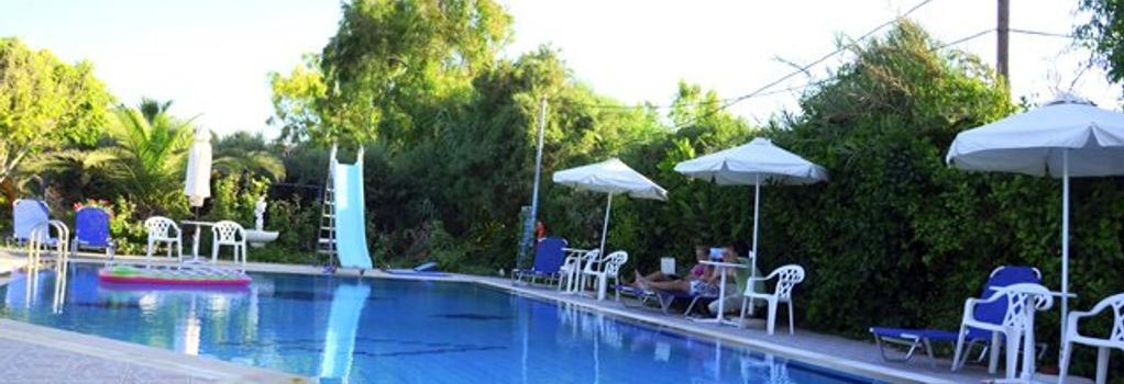 Violetta Hotel - 이라클리온 - 수영장