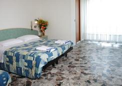 Hotel Letizia - 리미니 - 침실