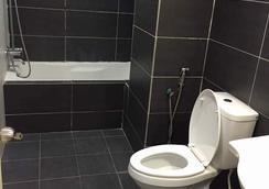 킨타 리버프론트 호텔 앤 스위트 - 이포 - 욕실