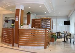 Hotel Massimo - 리치오네 - 로비