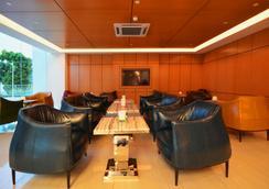 V8 호텔 - Johor Bahru - 로비