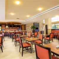 코트야드 바이 메리어트 레온 앳 폴리포룸 Centro Restaurant Courtyard Marriott