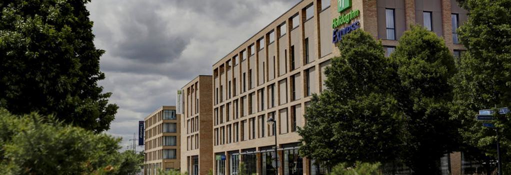 홀리데이 인 익스프레스 런던 - 엑셀 - 런던 - 건물