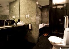 더 매너 - 뉴델리 - 욕실