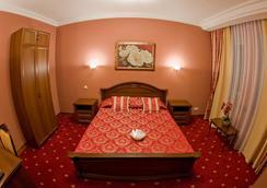 Polaris - Surgut (Khanty-Mansiyskiy) - 침실