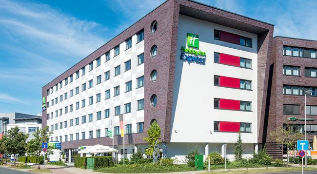 홀리데이 인 익스프레스 브레멘 에어포트 - 브레멘 - 건물