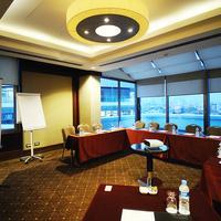 타이타닉 시티 탁심 Meeting Room with daylight