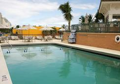Courtyard by Marriott Fort Lauderdale Beach - 포트로더데일 - 수영장