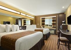 Microtel Inn & Suites by Wyndham Dickinson - Dickinson - 침실
