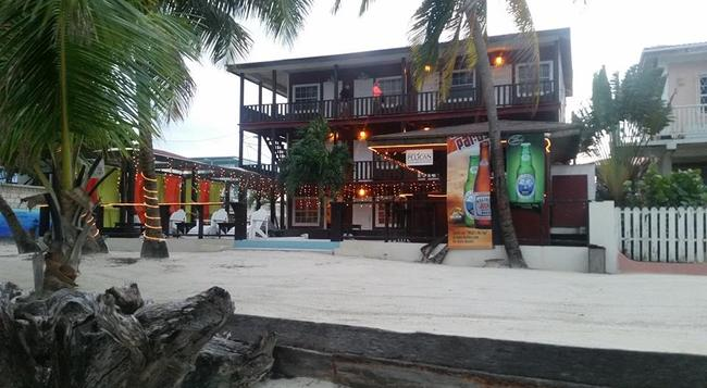 Ocean Tide Beach Resort - 산페드로 - 건물