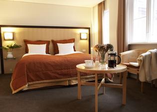 에스코트 호텔