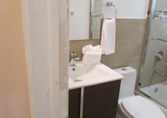 Stardust Hotel - 마이애미비치 - 욕실