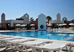 Blue Sea St George's Park and La Vallette Resort - 세인트줄리안 - 수영장