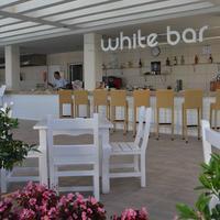 바이아 라라 호텔 Poolside Bar