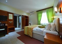 City Hotel Tirana - 티라나 - 침실