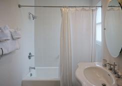 Harbor House Inn - 샌타바버라 - 욕실