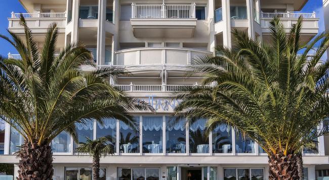 호텔 티파니스 - 리치오네 - 건물