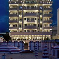 호텔 티파니스 Hotel Front - Evening/Night