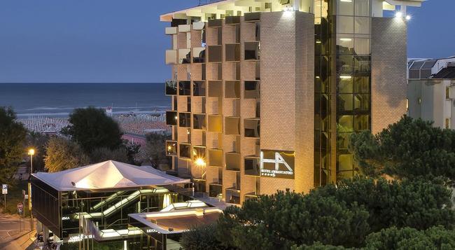 Hotel Ambasciatori Rimini - 리미니 - 건물