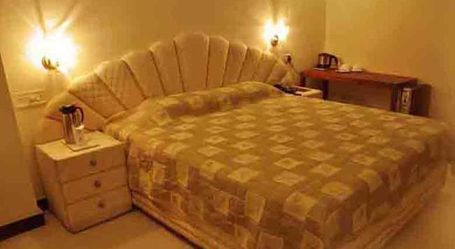 Hotel Satya Ashoka - Jabalpur - 침실