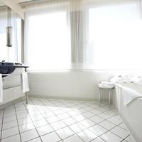스테이겐버거 호텔 소넨 Steigenberger Hotel Sonne, Rostock, Germany - Junior Suite bathroom