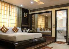 Daanish Residency Hotel - 뉴델리 - 침실