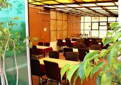 Daanish Residency Hotel - 뉴델리 - 레스토랑