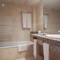 Best Oasis Tropical Bathroom