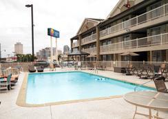 Comfort Inn Downtown Nashville-Vanderbilt - 내슈빌 - 수영장
