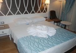 Ocean Blue High Class Hotel - 페티예 - 침실
