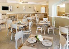 호텔 앤드 스위트 퀸타 마그나 - 과달라하라 - 레스토랑