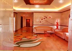 호텔 사파이어 - 로나발라 - 로비