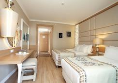 Quattro Beach Spa & Resort - 알라냐 - 침실