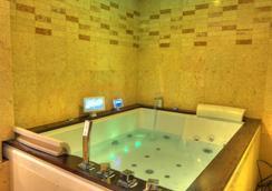 식스 시즌 호텔 - Dhaka - 욕실