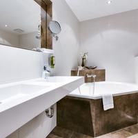 Parkhotel Diani Bathroom