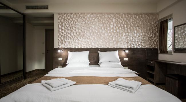 Park Hotel - Yerevan - 침실