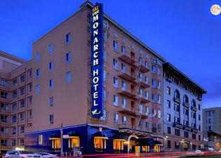 더 모나크 호텔